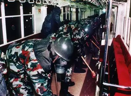 地下鉄サリン事件 画像